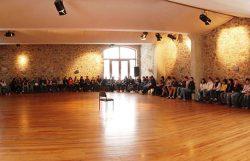 Veranstaltungraum von Gut Frohberg mit Gästen/Teilnehmern